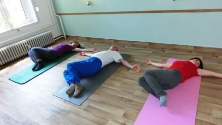 Yoga sanft für Anfänger: Das Krokodil